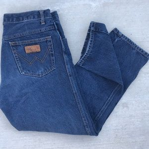 Vintage Wrangler high waisted, crop leg dark jean